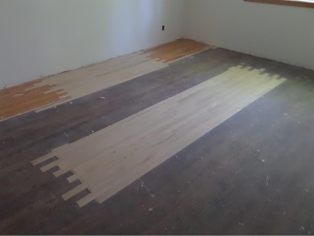 Travaux de réparations de plancher en cours